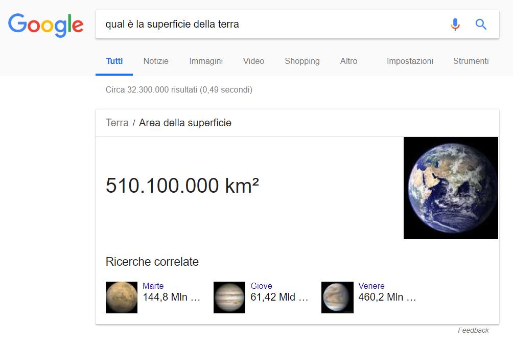 """L'immagine mostra una pagina di ricerca su Google dove è stato cercato """"qual è la superficie della terra"""" e viene mostrato in cima ai risultati di ricerca uno snippet con la risposta """"510.100.000 km²"""""""