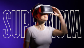 Ragazza con visori VR
