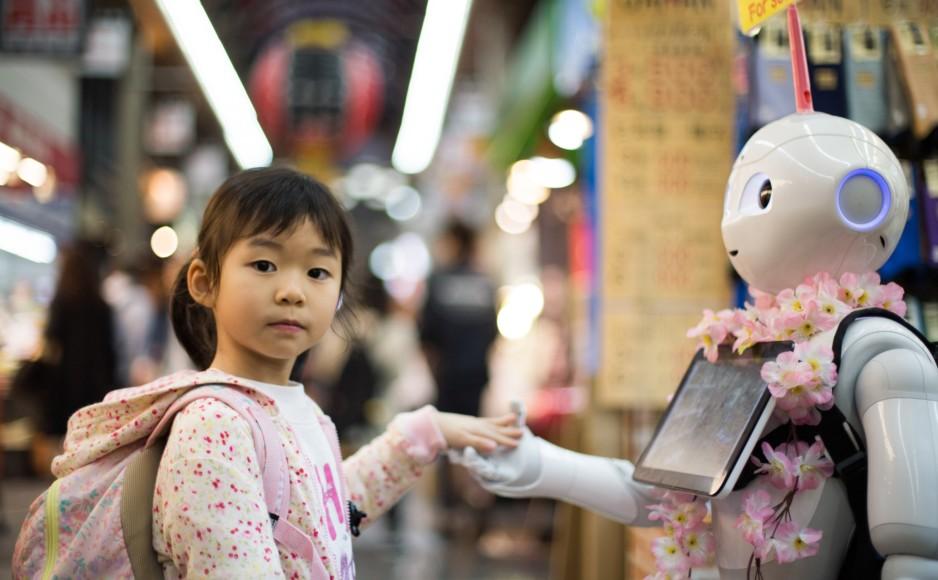 Bambina e robot