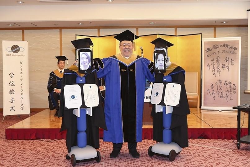 Le piattaforme per videoconferenze hanno permesso agli studenti anche di laurearsi da remoto