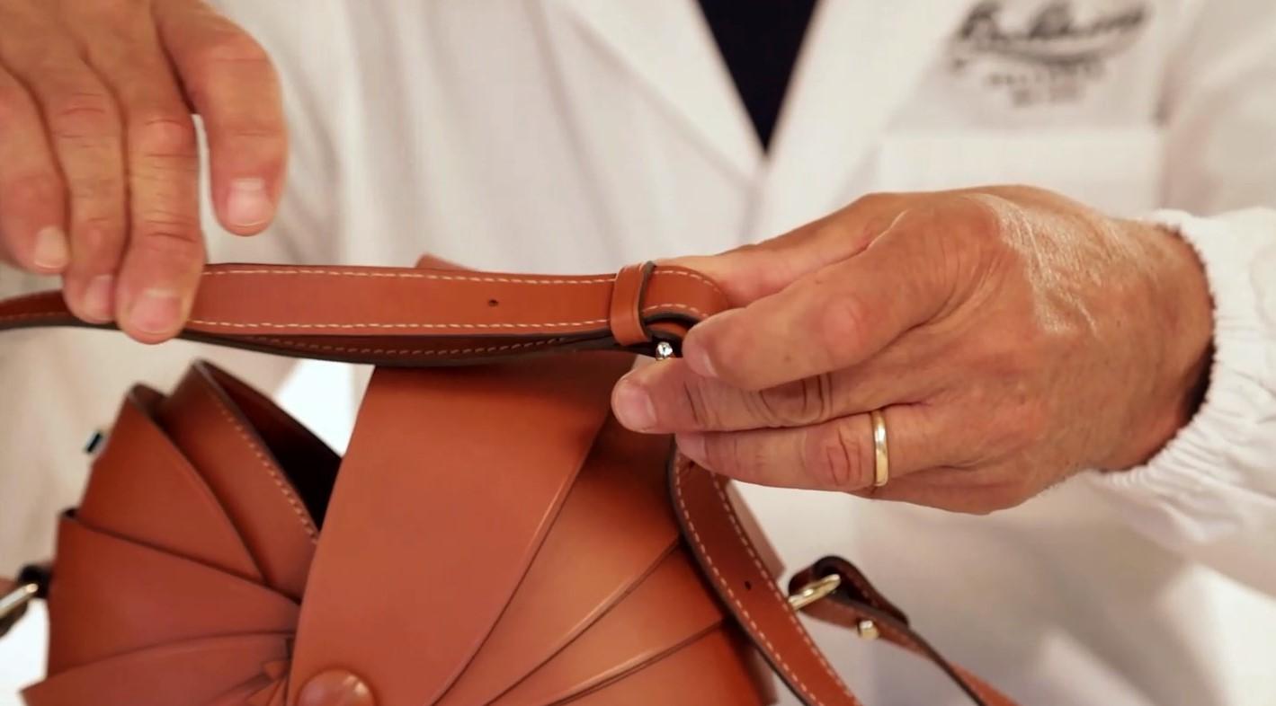 Mirta, piattaforma per artigiani Made in Italy: produzione di una borsa