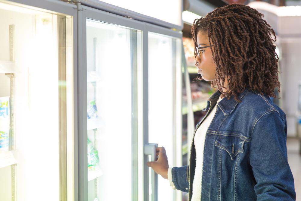 Una delle cinque azioni del Patto di Too Good To Go: i supermercati devono monitorare i prodotti in scadenza