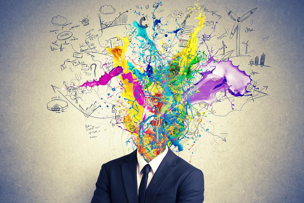 Esplosione colorata di un cervello creativo