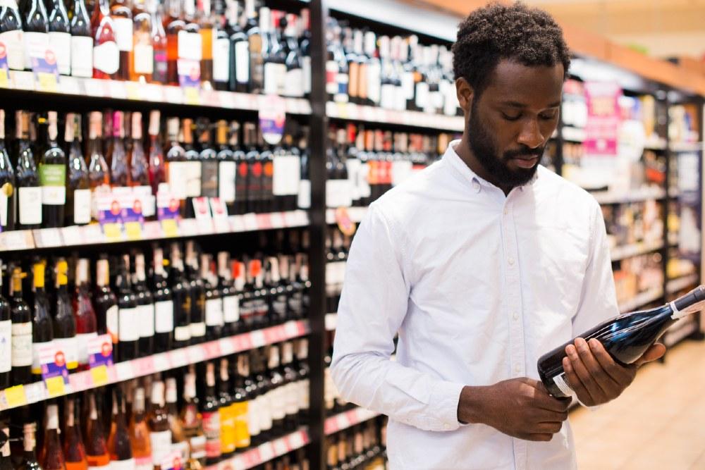 Le etichette di vino creative possono influenzare la scelta d'acquisto